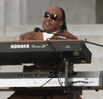 시각장애인 가수로 유명한 미국의 스티비 원더 - 위키피디아 제공