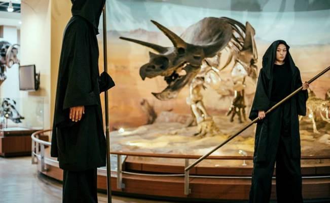 윤 대표가 이끄는 이미지헌터빌리지 극단이 지난해 서대문자연사박물관에서 선보인 이동형 렉쳐 퍼포먼스 '혜성과의 조우' - 이미지헌터빌리지 극단 제공