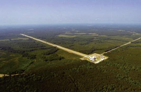 미국 워싱턴주 핸포드에 있는 중력파 관측소 LIGO. 라이고의 검출기 크기는 3000km가 넘는다. - LIGO 제공
