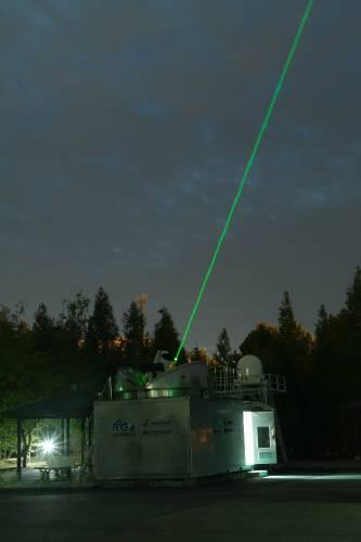 한국천문연구원이 운영하고 있는 레이저로 인공위성 추적 시스템의 모습. 정부는 이같은 시스템을 한층 더 발전시킨 한국형 우주감시시스템 개발할 계획이다.