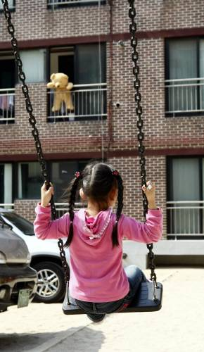 부유층 가정의 아이들일수록 부모의 이혼과 재혼이 큰 영향을 미친다는 연구 결과가 발표됐다. - 동아일보DB 제공