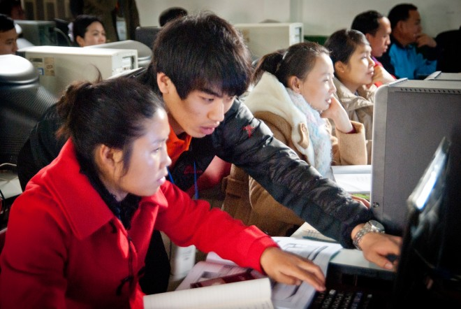 숭실대는 우수인재를 대상으로 해외봉사와 연수프로그램을 지원한다. 사진은 라오스에 IT봉사활동을 간 숭실대 학생 - 숭실대 제공