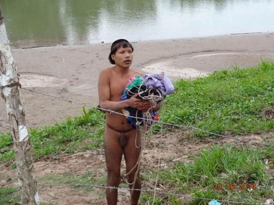 과학저널 '사이언스' 뽑은 2014년 한 해 과학사진 - 브라질 원주민의 모습 제공