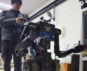 부상병 안고 뛰는 한국형 구조로봇 첫 개발