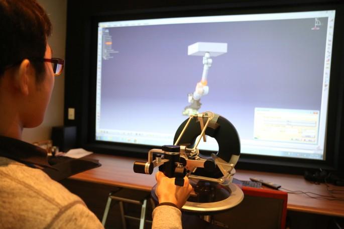 한국원자력연구원이 지난해 10월 세계 최초로 개발한 원전 해체용 시뮬레이터. 방사능 오염이 심한 원자로는 시뮬레이터로 로봇을 원격조종해 철거해야 한다.  - 한국원자력연구원 제공