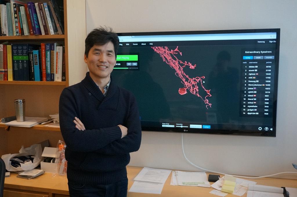 뇌 신경세포의 연결망인 '커넥톰'을 완성하기 위해 '아이와이어' 게임을 개발해 운영 중인 서배스천 승 미국 프린스턴대 교수. 그는 이르면 올해 말 해상도를 높인 '아이와이어 2'를 출시할 계획이다.