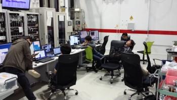 일본 SACLA 4세대 가속기 연구소에서 실험 중 찍은 사진. 가속기 연구소 실험의 특성상 일단 시작하면 2교대로 밤샘 측정을 계속하고는 결국 모두 녹초가 된다. - IBS 제공