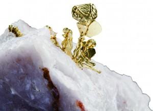 결정 모양과 광택, 색 등 광물의 아름다움을 결정하는 요소는 여럿이다. 이 소장은 그 중에서도 눈에 띄게 아름다운 광물을 모아 왔다. 사진은 자연 금의 모습이다. - 어린이과학동아 제공