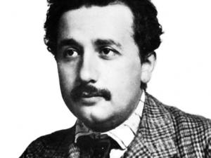 아인슈타인에게 노벨상을 안겨준 연구는 상대성이론이 아닌 광전효과였다. 이 발견으로 빛에 입자의 성질도 있음이 밝혀졌다.