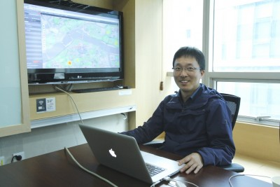 """지리정보를 활용하는 소프트웨어를 개발한 김한국 비즈지아이에스 분석팀장. 김 팀장은 """"소프트웨어는 창의성을 개발할 수 있는 훌륭한 도구""""라고 말했다.  - 최영준 기자 제공"""