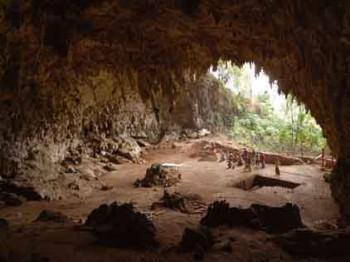 2003년, 호모 플로레시엔시스(플로레스인) 화석이 발견된 인도네시아 플로레스 섬의 리안 부아 동굴. - 위키미디어 제공