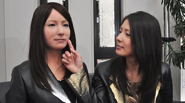 일본 '헨나 호텔'에서 일하게 될 로봇 호텔리어(왼쪽) - 일본 오사카대 제공