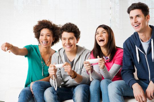 팀을 이뤄 게임을 진행하면 친사회적 성향이 증가한다는 연구결과가 나왔다. - Fotolia 제공