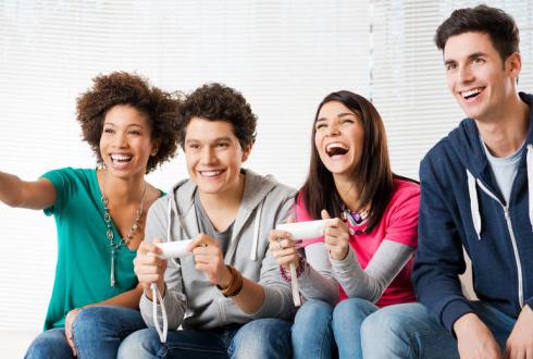 컴퓨터게임 '팀플'로 즐기면 사회성 좋아져