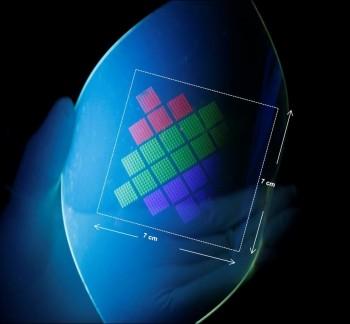 연구팀이 만든 양자점LED는 얇고 변형이 가능해 어디에나 부착할 수 있다. - 기초과학연구원 제공
