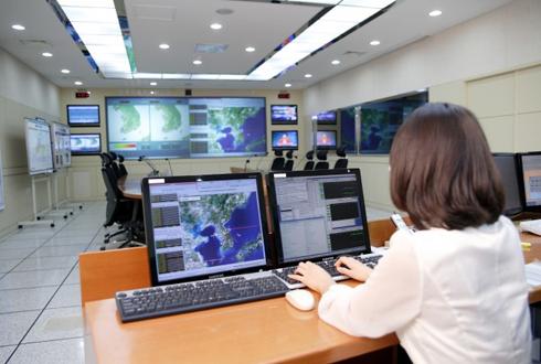 라돈가스 측정하고 땅속 미세전파 측정도…지진 예보 가능할까