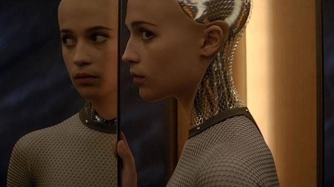 머신러닝에 기반한 인공지능의 미래를 궁금하게 만드는 영화 '엑스 마키나'의 한 장면 - 유니버설픽쳐스인터내셔널코리아 제공