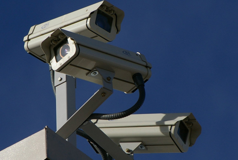 60m 떨어진 CCTV가 당신을 보고 있다