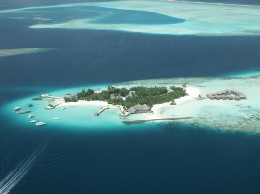 기후변화로 수몰위기에 처한 섬나라들의 대책은?