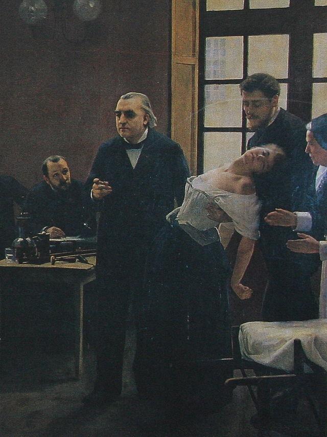 파리 Salpêtrière 병원의 장 마르탱 샤르코(Jean-Martin Charcot) 교수(왼쪽)가 히스테리성 환자(오른쪽) Blanche Marie Wittman을 최면술을 이용해 치료하고 있다. 환자를 부축하고 있는 사람은 조셉 바빈스키. - wikipedia 제공