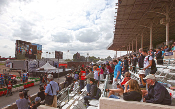 DRC 결승전이 열리고 있는 승마 경기장, 복합시설 페어플랙스 내에 자리하고 있다. 이번 대회를 위해 가상의 원전 사고 현장을 건설했다 -   제공