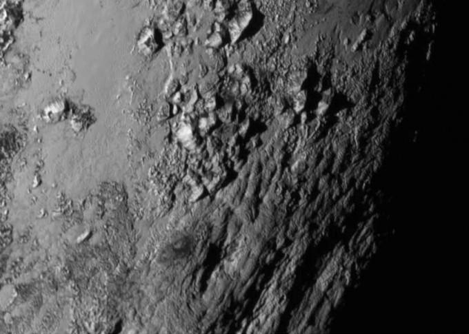 뉴호라이즌이 14일 명왕성에 최근접하면서 촬영한 명왕성 적보 부근의 지형. - 미국항공우주국(NASA) 제공