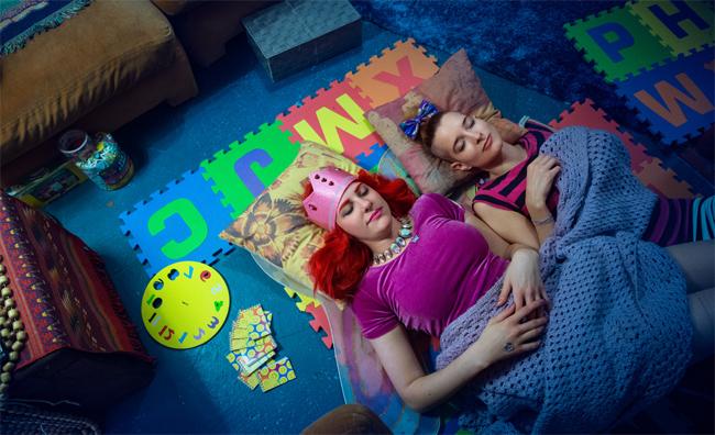 뉴욕의 성인 유치원에서는 아이처럼 놀고 낮잠도 잔다고 합니다. 이런 유치원에 다녀보고 싶나요? 5주 코스로 진행되는 이 유치원의 등록비는 333달러(한화 약 37만원)에서 999달러까지랍니다. - michellejoni.com 제공