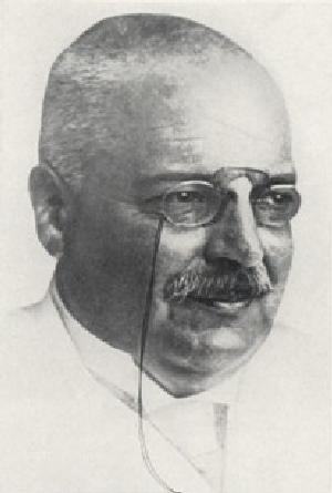 1906년 최초의 알츠하이머병 환자 사례를 보고한 독일의 신경병리학자 알로이스 알츠하이머. 당시는 전혀 주목을 끌지 못했지만 고령화 사회가 되면서 그의 이름을 딴 질병이 점점 더 많이 언급되고 있다.  - 위키피디아 제공