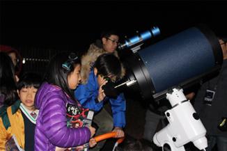 가장 좋은 망원경은 맨눈으로 보기, 그래도 부족하면…