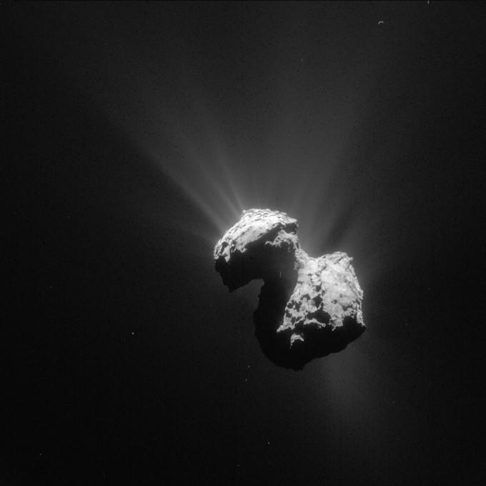 67P/추류모프-게라시멘코의 모습. 로제타 호가 지난 7월 7일 혜성에서 154km 떨어진 지점에서 촬영했다.   - ESA 제공