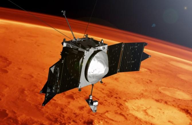 """지난해 9월 화성 궤도에 진입해 1년여 화성 대기를 탐사해온 미국항공우주국(NASA)의 탐사선 '메이븐'. 메이븐의 관측 데이터를 토대로 NASA는 5일(현지 시간) """"태양풍의 영향으로 화성 대기가 사라졌다""""고 밝혔다.  - NASA 제공"""