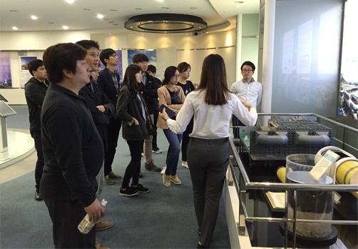 두산중공업에 도착한 신입 직원들은 원자력 발전소 계통에 대한 자세한 설명을 청취했다. - 한국원자력통제기술원 제공