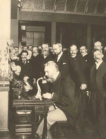 그레이엄 벨이 1892년 뉴욕에서 시카고로 전화를 걸고 있다. - 위키피디아 제공