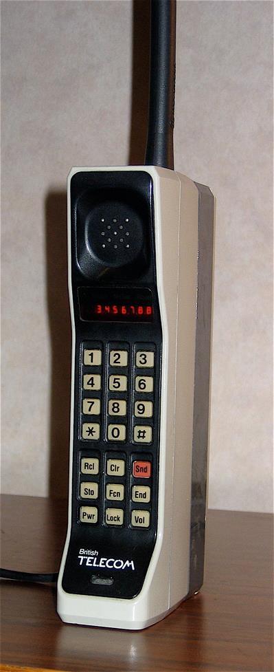1984년 모토로라가 출시한 세계 최초 휴대폰 다이나택 8000 - wikipedia 제공