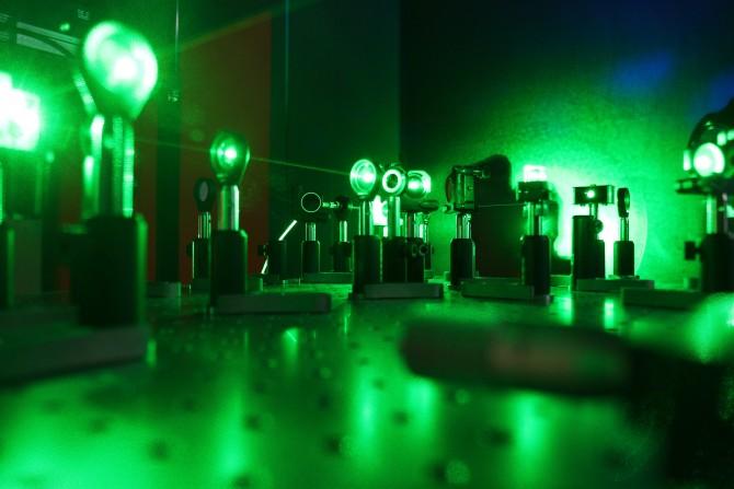 큐비트의 확인: 한국과학기술원(KIST) 양자연구센터에 있는 큐비트 상태 확인 장치다. 마지막 양자 상태를 정확히 읽어내는 것은 양자컴퓨터가 갖춰야 할 조건 중 하나다.  - (주)동아사이언스 제공