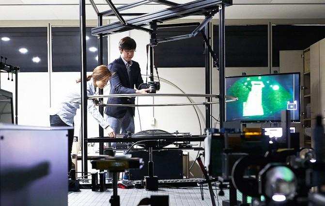ETRI 연구팀이 360도에서 컬러로 구현이 가능한 홀로그램 개발에 성공했다. - 한국전자통신연구원(ETRI) 제공
