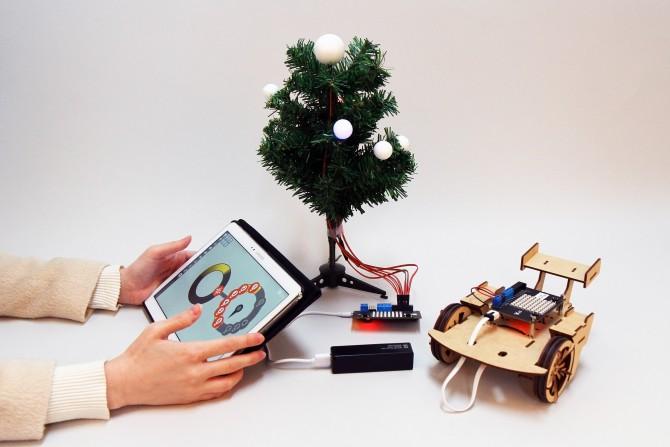 루프에 아이콘 몇 개를 끌어다 놓는 간단한 코딩만으로 크리스마스트리에 불을 켤 수 있다.  - 염재윤 기자, dsjy@donga.com 제공