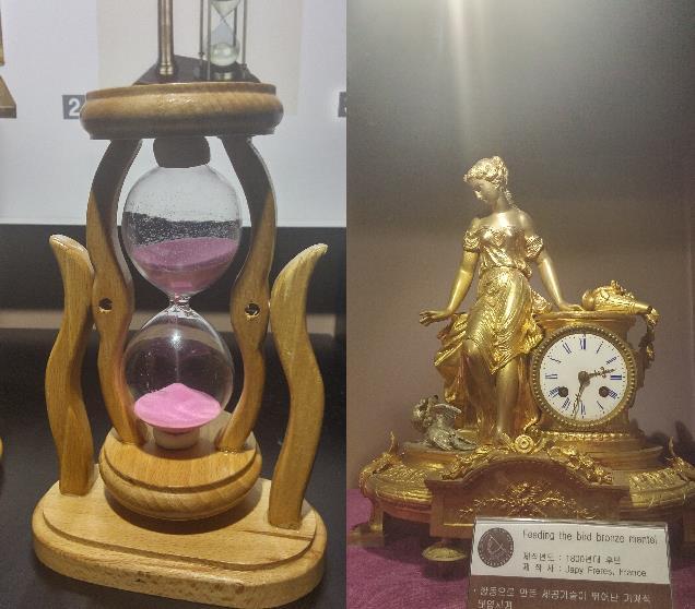 모래시계(왼쪽)과 예술작품 같은 시계 - 고기은 제공