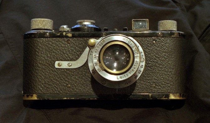 1925년 라이카가 출시한 최초의 35mm 필름 카메라 - 위키피디아 제공