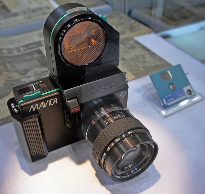 1981년 출시된 최초의 상용 디지털 카메라인 소니의 마비카 - 위키피디아 제공