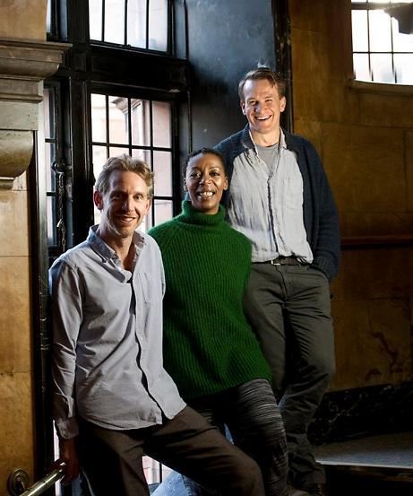 해리포터와 저주받은 아이' 뮤지컬이 2016년 5월 영국 런던에서 개봉 예정입니다. 왼쪽부터 론, 헤르미온느, 해리포터 역할을 맡은 배우들. - 해리포터와 저주받은 아이 제공