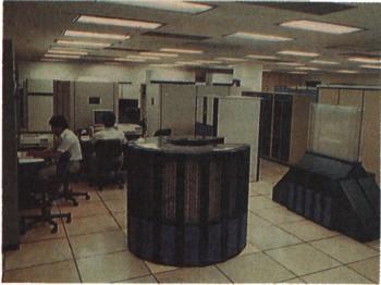 당시 한국과학기술연구원(KIST) 시스템공학연구소에 설치됐던 슈퍼컴퓨터의 모습. - 동아일보DB 제공