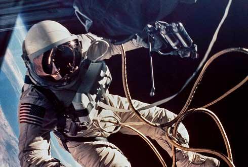 [내셔널지오그래픽사진전] 우주에 떠있는 우주비행사