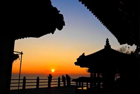 [스톱! 2016 해돋이 명소] 해를 향해 있는 암자, '여수 향일암'