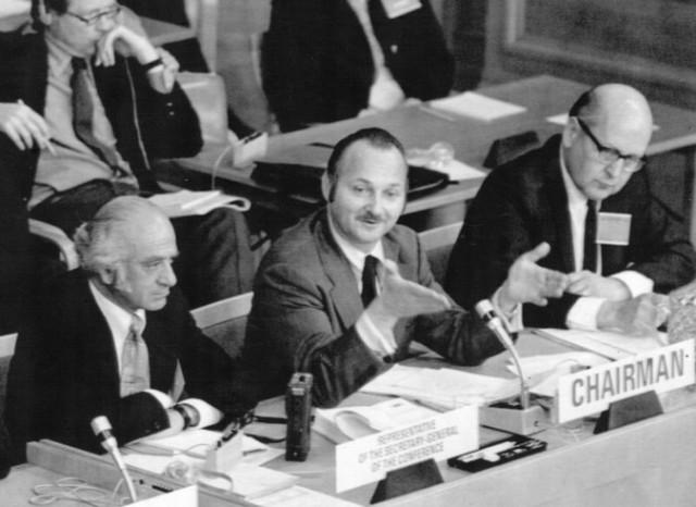 모리스 스트롱(가운데)은 1972년 스웨덴 스톡홀름에서 열린 유엔인간환경회의를 주관했다. - UN 제공