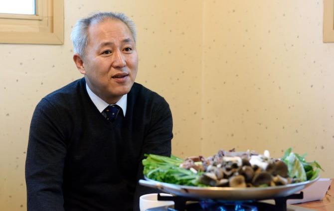 주기범 한국건설연구원 ICT융합연구소장은 '보양식'으로 흑염소 전골을 종종 찾는다고 한다. - 한국건설기술연구원 제공