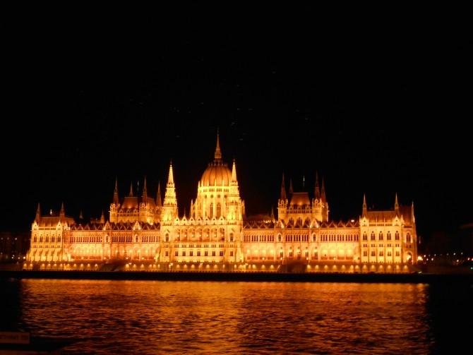 오직 헝가리 건축가들의 손에 의해서만 디자인되고 완공된 국회의사당 - 고기은 제공