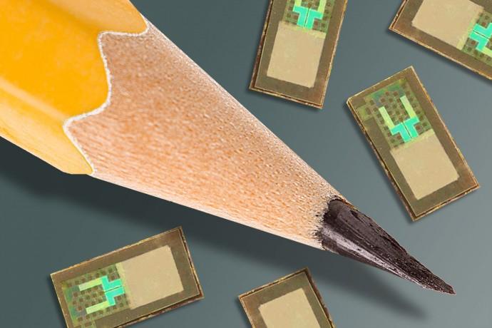 연구팀이 개발한 뇌 속 삽입형 압력 측정 센서는 연필 촉보다 크기가 작다. - 네이처 제공