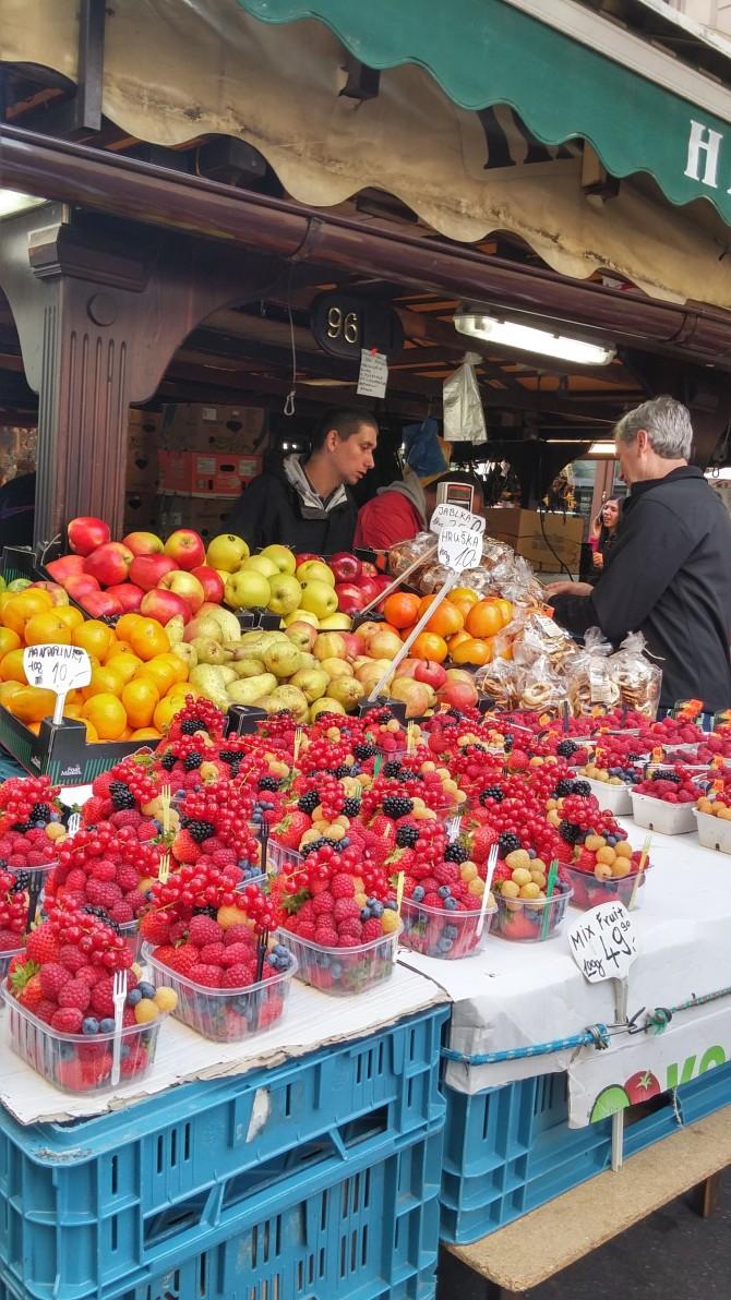 싱그러운 과일 향기 가득한 하벨 시장 - 고기은 제공