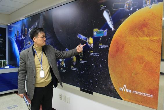 """""""한국 인공위성의 성공 신화는 제 역사이기도 합니다"""""""